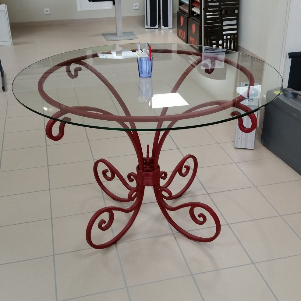 TABLE FORGEE